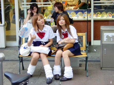 Japanese schoolgirl puts down her camera long enough to suck off her teacher № 1614589 без смс