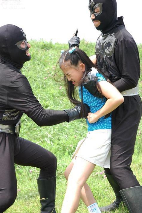 real-japanese-loli-girl-fighting.jpg